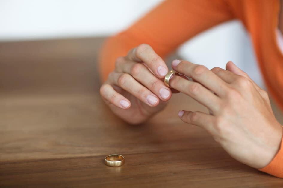 Как да се разведа като не зная къде живее съпругът ми сега