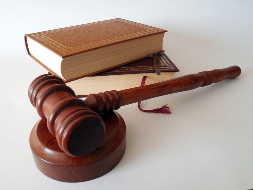 Задължително ли е явяването на ищеца по бракоразводно дело в първото по делото заседание