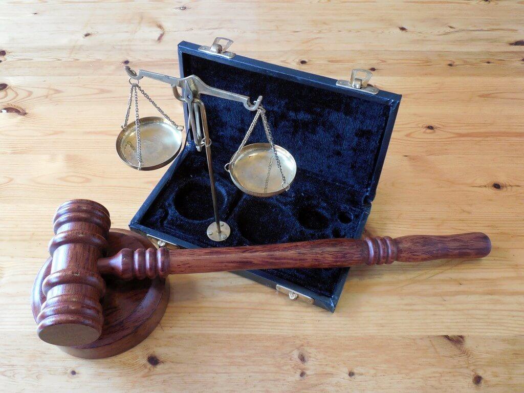 Какъв е редът за връчване на книжа на юридическо лице